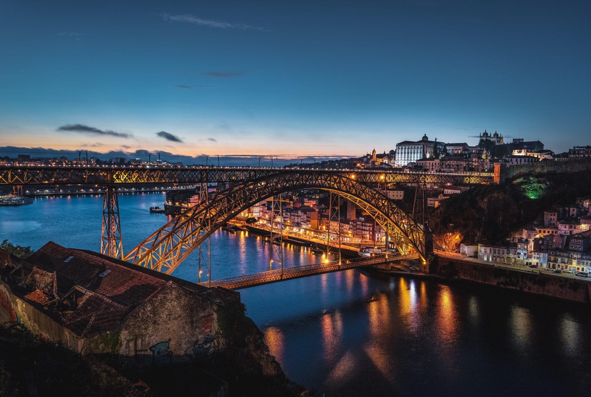 Câmara Municipal do Porto recebe 5 toneladas de desinfetante doadas pela Barbot